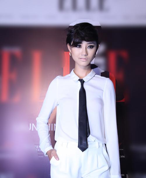 Muôn kiểu phong cách thời trang của sao Việt với tóc ngắn 21