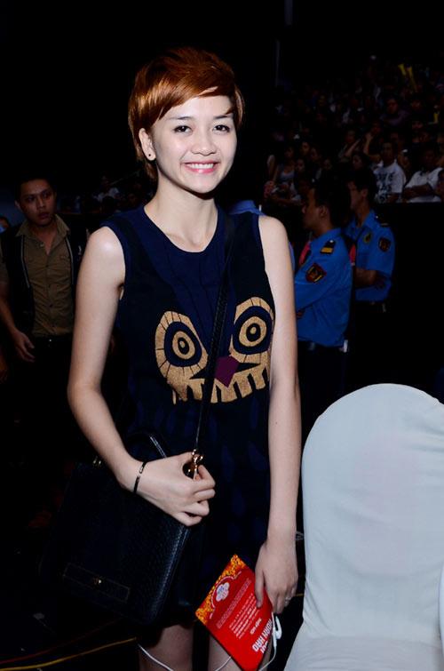 Muôn kiểu phong cách thời trang của sao Việt với tóc ngắn 34