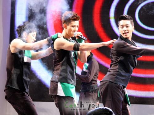 Tuyển tập vũ đạo đẹp mắt của các sao Kpop (P.2) 101