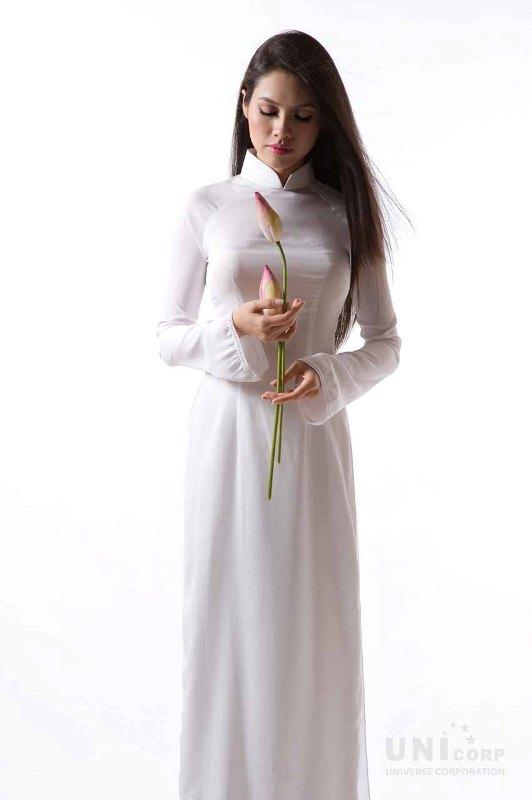Muôn vẻ mỹ nhân Việt khoe sắc bên hoa sen 25
