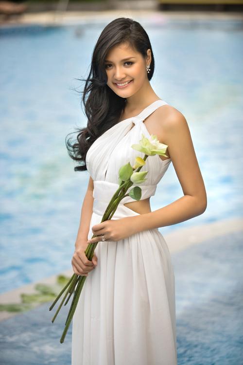 Muôn vẻ mỹ nhân Việt khoe sắc bên hoa sen 29