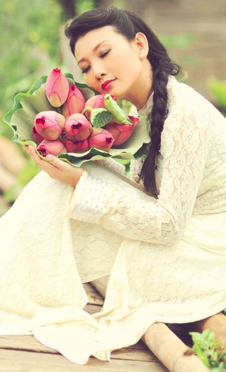 Muôn vẻ mỹ nhân Việt khoe sắc bên hoa sen 20