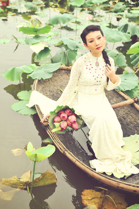 Muôn vẻ mỹ nhân Việt khoe sắc bên hoa sen 21
