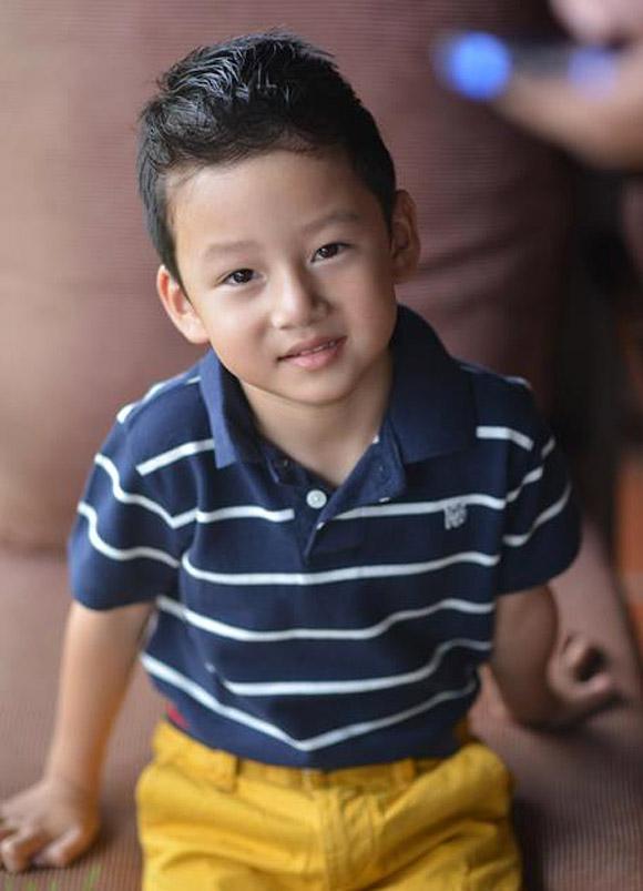 Những nhóc tì nhà sao Việt càng lớn càng xinh và chững chạc 16