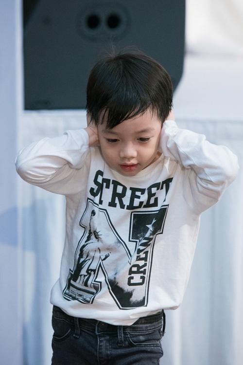 Những nhóc tì nhà sao Việt càng lớn càng xinh và chững chạc 38