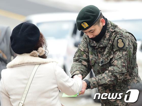 Se7en cực bảnh trai trong ngày xuất ngũ, xin lỗi về scandal 8