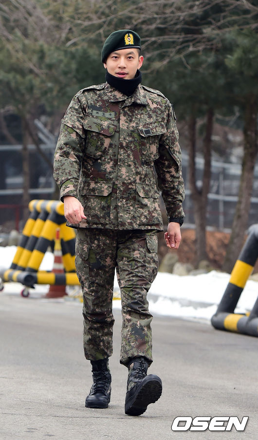 Se7en cực bảnh trai trong ngày xuất ngũ, xin lỗi về scandal 1