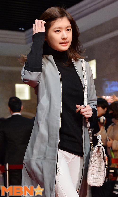 Loạt siêu sao Hàn Quốc tề tựu khoe sắc trên thảm đỏ 19