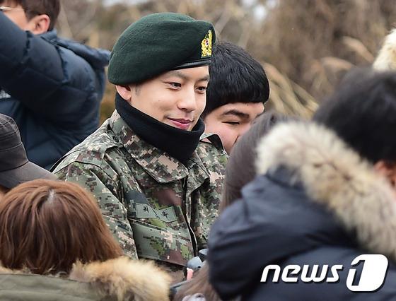 Se7en cực bảnh trai trong ngày xuất ngũ, xin lỗi về scandal 2