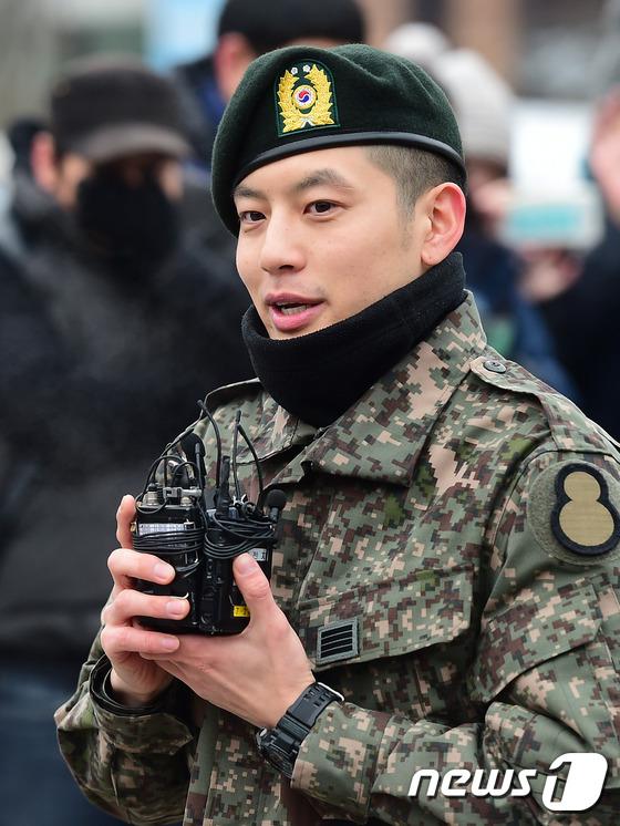 Se7en cực bảnh trai trong ngày xuất ngũ, xin lỗi về scandal 5