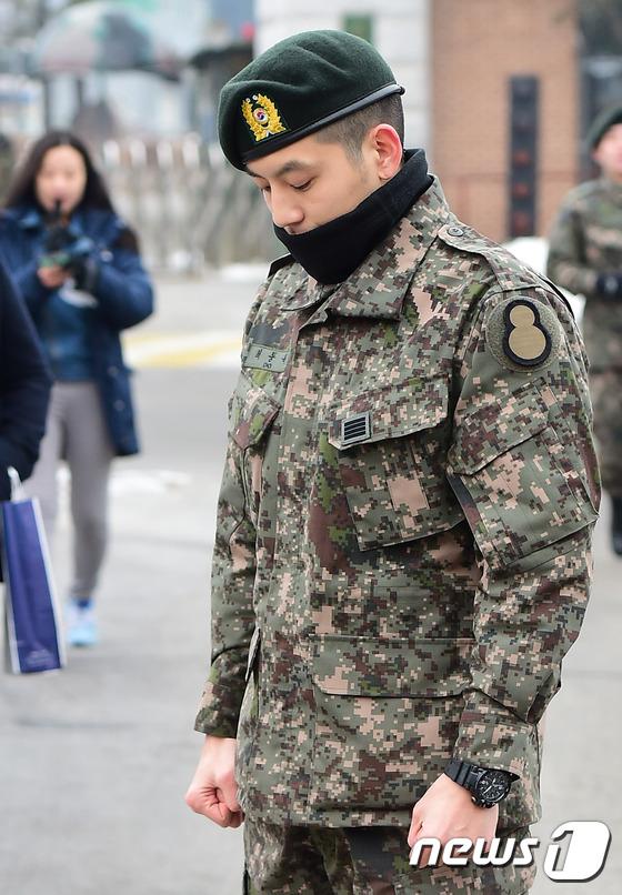 Se7en cực bảnh trai trong ngày xuất ngũ, xin lỗi về scandal 6