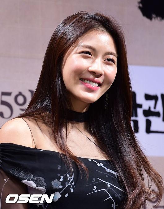 """Ha Ji Won đẹp ngọt ngào, xứng danh """"mỹ nhân không tuổi"""" 7"""