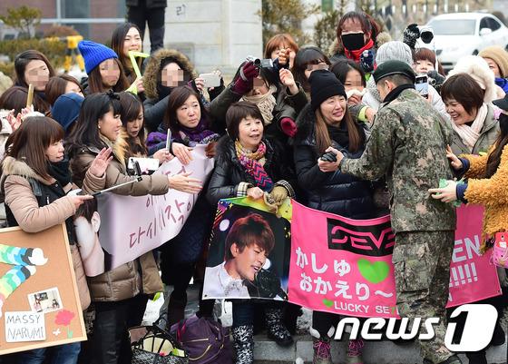 Se7en cực bảnh trai trong ngày xuất ngũ, xin lỗi về scandal 9