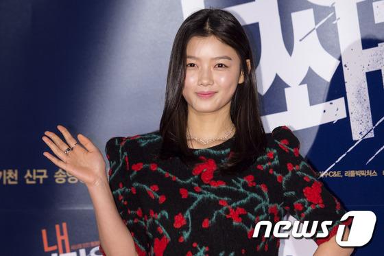 """Thiên thần nhí Hàn Quốc Kim Yoo Jung """"dừ"""" như U30 giữa dàn sao 2"""