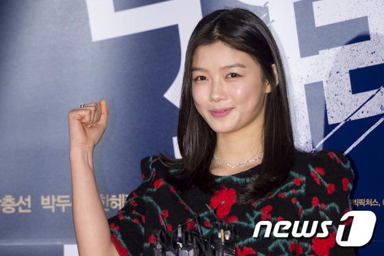 """Thiên thần nhí Hàn Quốc Kim Yoo Jung """"dừ"""" như U30 giữa dàn sao 3"""