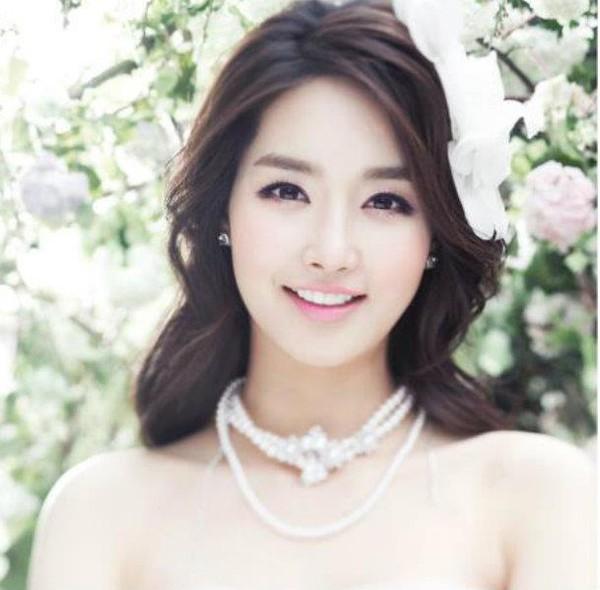 Nhan sắc thật của Hoa hậu Hàn được so sánh với Trương Thị May 3