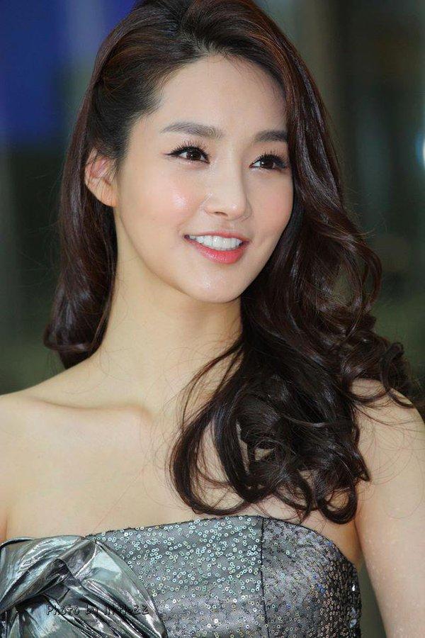 Nhan sắc thật của Hoa hậu Hàn được so sánh với Trương Thị May 5