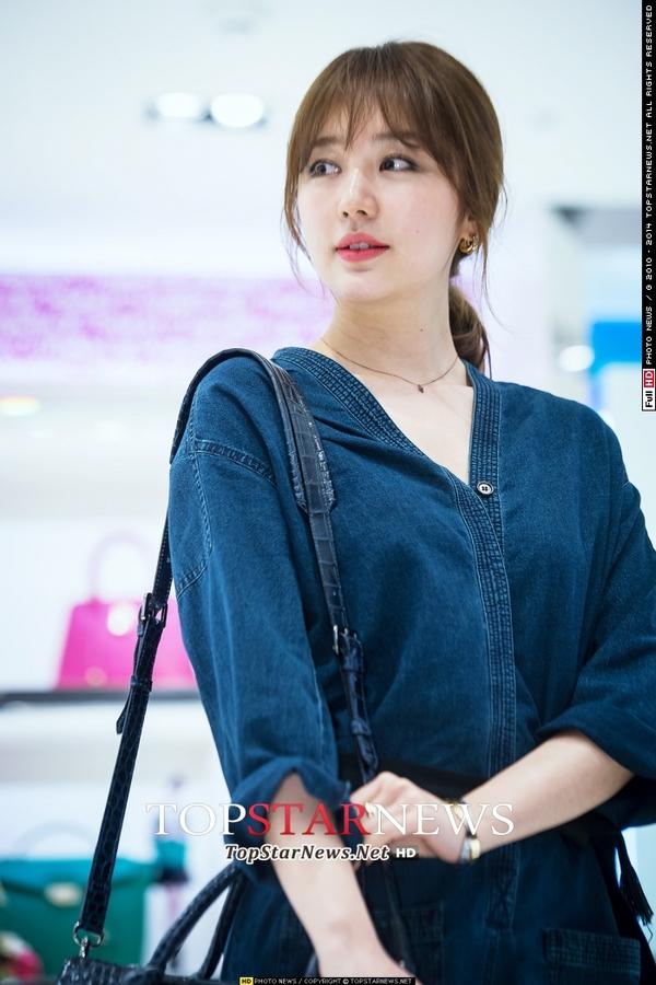 Yoon Eun Hye giản dị nhưng vẫn nổi bật trong sự kiện 2