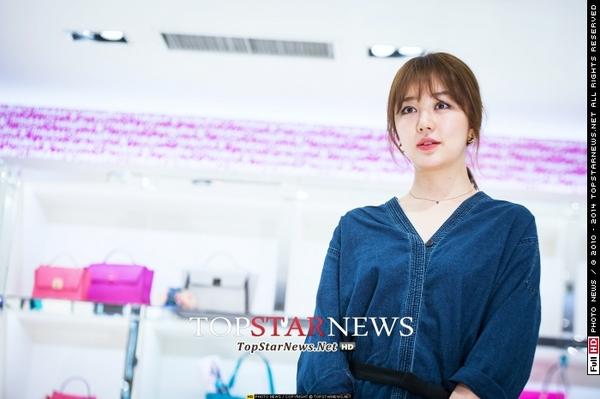 Yoon Eun Hye giản dị nhưng vẫn nổi bật trong sự kiện 5