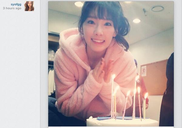 Sooyoung (SNSD) đăng ảnh Taeyeon xinh đẹp thổi nến mừng sinh nhật 1