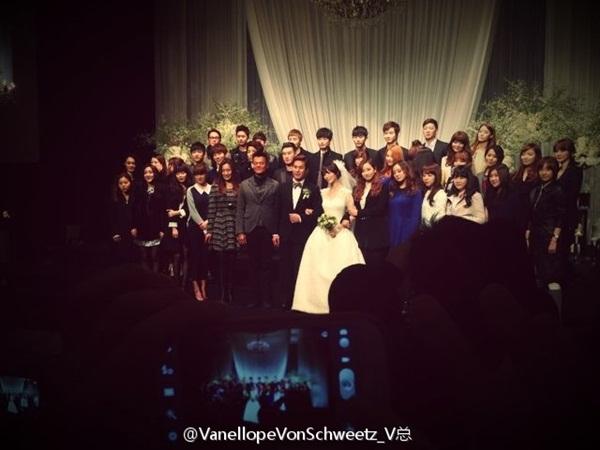 Idol Hàn xúng xính dự đám cưới như mơ của Sunye (WGs) 24