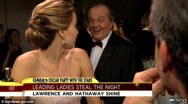 Jennifer Lawrence phân trần chuyện ngã khi nhận giải Oscar 7