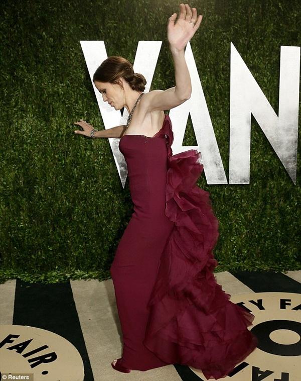 """Sao và những sự cố """"ì xèo"""" xung quanh Lễ trao giải Oscar 12"""