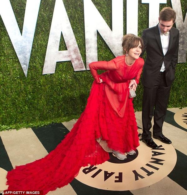 """Sao và những sự cố """"ì xèo"""" xung quanh Lễ trao giải Oscar 10"""