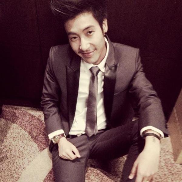 Tăm tia MC chuyển giới đẹp trai, nổi tiếng nhất Thái Lan 7