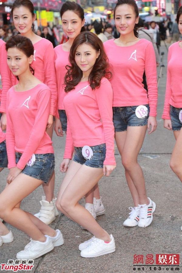 Dàn thí sinh Hoa hậu châu Á mặc quần ngắn giữa trời rét 10 độ C 1