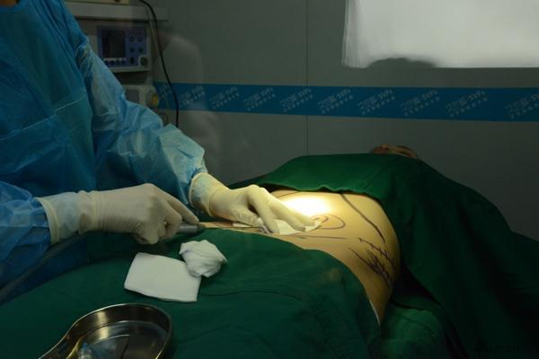 Hậu tự sát, sao Đài Loan tung ảnh phẫu thuật ngực 2