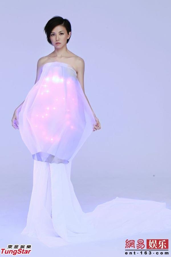 Tôn Yến Tư đẹp lung linh với váy gắn 40 đèn Led 2