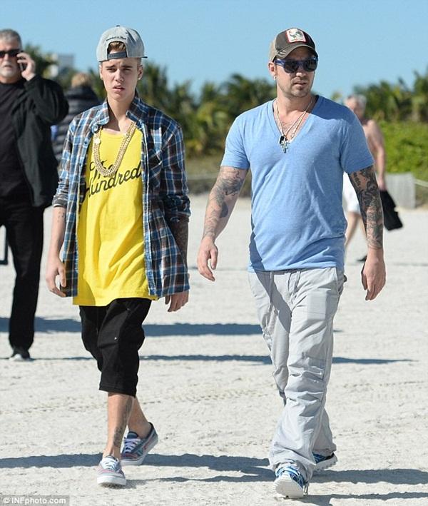 Justin Bieber ngủ ngoan bên em trai và đã tậu được nhà mới 2