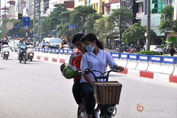 Hà Nội: Học sinh cấp 3 tấp nập đi xe đạp điện không đội mũ bảo hiểm 5