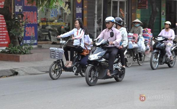 Hà Nội: Học sinh cấp 3 tấp nập đi xe đạp điện không đội mũ bảo hiểm 6