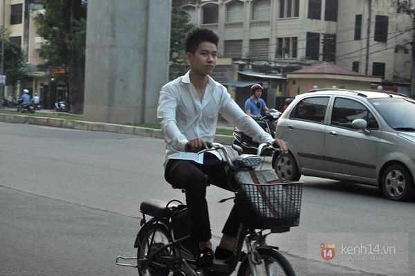 Hà Nội: Học sinh cấp 3 tấp nập đi xe đạp điện không đội mũ bảo hiểm 8