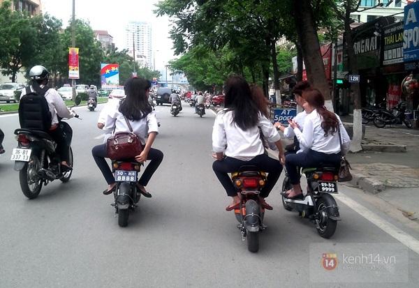 Hà Nội: Học sinh cấp 3 tấp nập đi xe đạp điện không đội mũ bảo hiểm 11