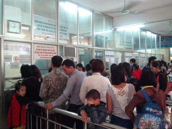 Hà Nội: Bệnh viện chật kín người đến khám bệnh đau mắt đỏ 4