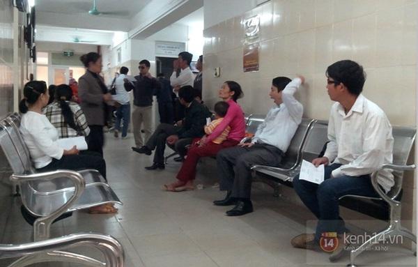 Hà Nội: Bệnh viện chật kín người đến khám bệnh đau mắt đỏ 6