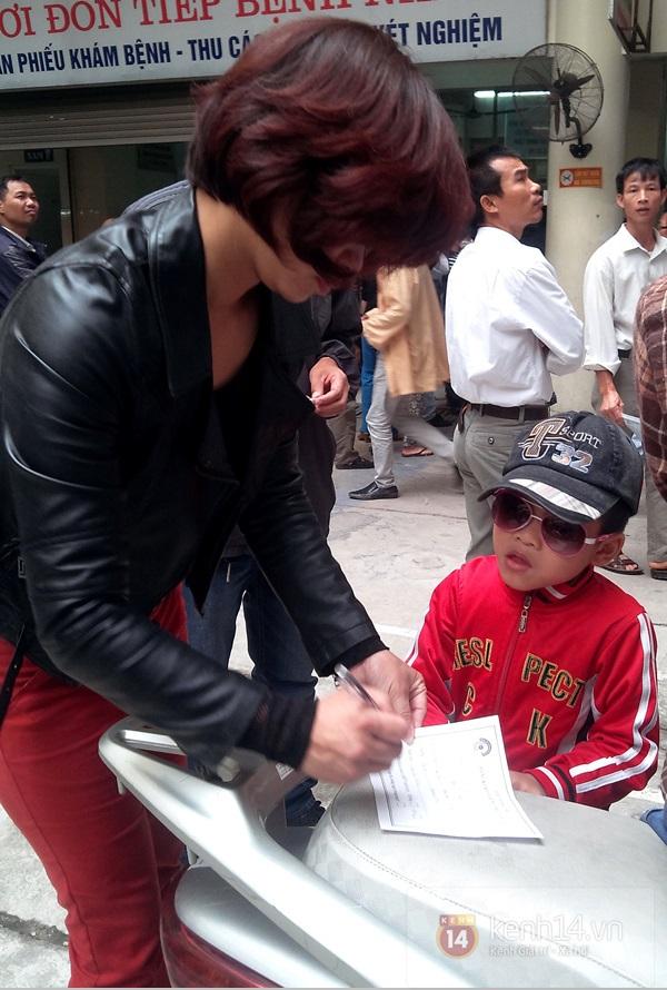 Hà Nội: Bệnh viện chật kín người đến khám bệnh đau mắt đỏ 11