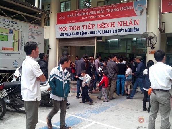 Hà Nội: Bệnh viện chật kín người đến khám bệnh đau mắt đỏ 12
