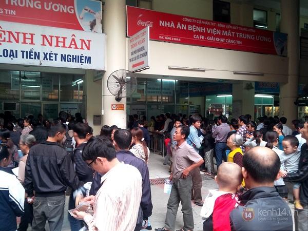 Hà Nội: Bệnh viện chật kín người đến khám bệnh đau mắt đỏ 1