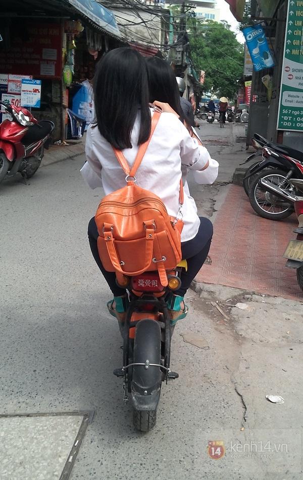 Hà Nội: Học sinh cấp 3 tấp nập đi xe đạp điện không đội mũ bảo hiểm 14