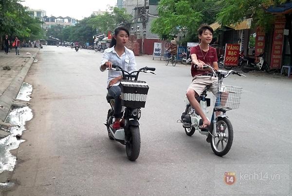 Hà Nội: Học sinh cấp 3 tấp nập đi xe đạp điện không đội mũ bảo hiểm 10