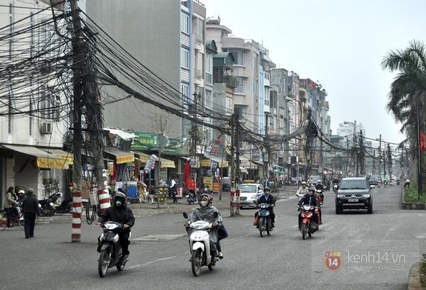 """""""Tuyến Phố Cột Điện"""" Kì Dị Ở Hà Nội 1"""