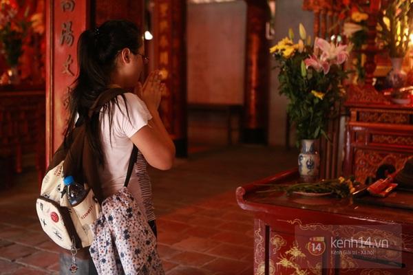 Hà Nội: Sĩ tử đến Văn Miếu cầu may trước ngày thi tốt nghiệp 3