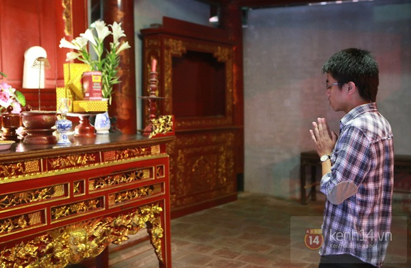 Hà Nội: Sĩ tử đến Văn Miếu cầu may trước ngày thi tốt nghiệp 5
