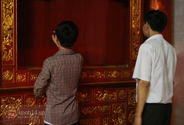 Hà Nội: Sĩ tử đến Văn Miếu cầu may trước ngày thi tốt nghiệp 6