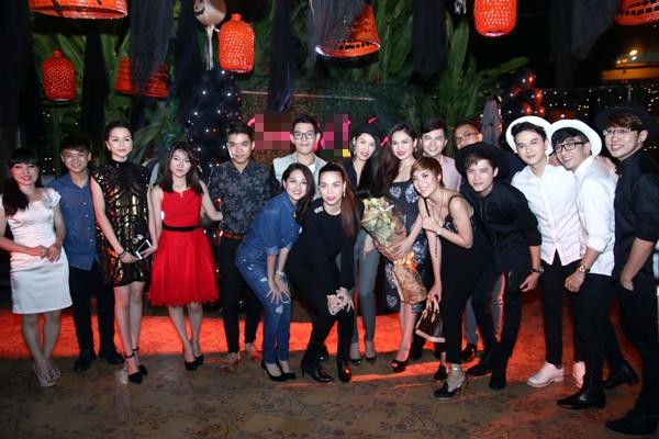 """Hà Hồ """"cực manly"""" trong tiệc mừng chiến thắng của Giang Hồng Ngọc 18"""