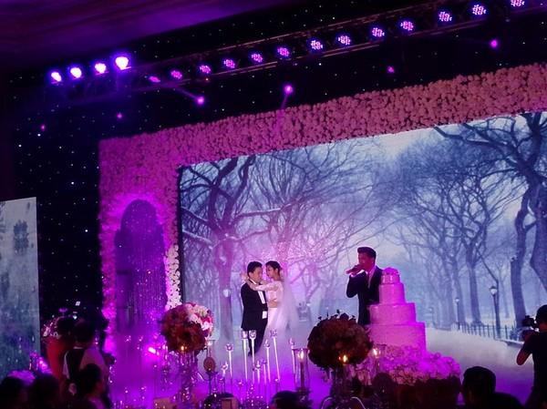 Vợ chồng Lam Trường khiêu vũ trên nền giọng hát của Mr.Đàm trong đám cưới 7
